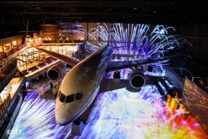 FLIGHT PARK 4階観覧エリア(有料)からのショー 『フライウィズ787ドリームライナー』