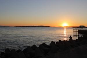 南知多町 片名港からの初日の出 日間賀島を望む