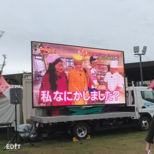 大画面で放映される 知多半島をめぐる中京テレビの番組