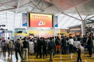 お笑いEXPO開会式に集まる人々 (中部国際空港セントレア)
