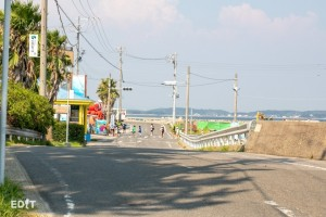 日間賀島で唯一の信号機が見える東港